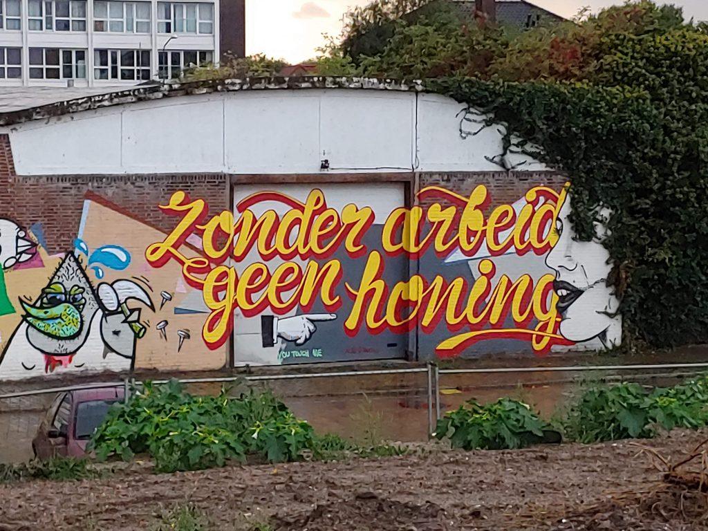 Zonder arbeid geen honing graffiti